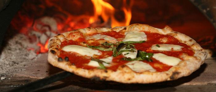 Recette pizza napolitaine : quel est le secret des pizzaïolos napolitains ?