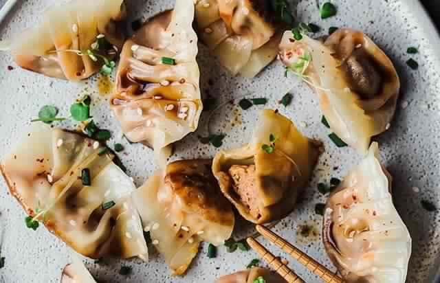 Recette gyoza: comment obtenir la forme traditionnelle des raviolis japonaises?