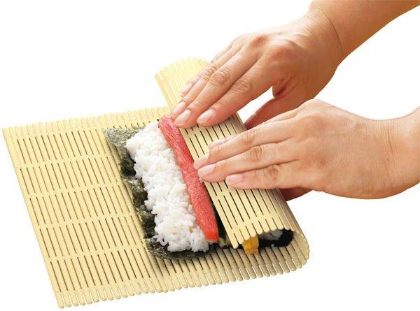 Comment rouler ses sushis avec une natte en bambou ?