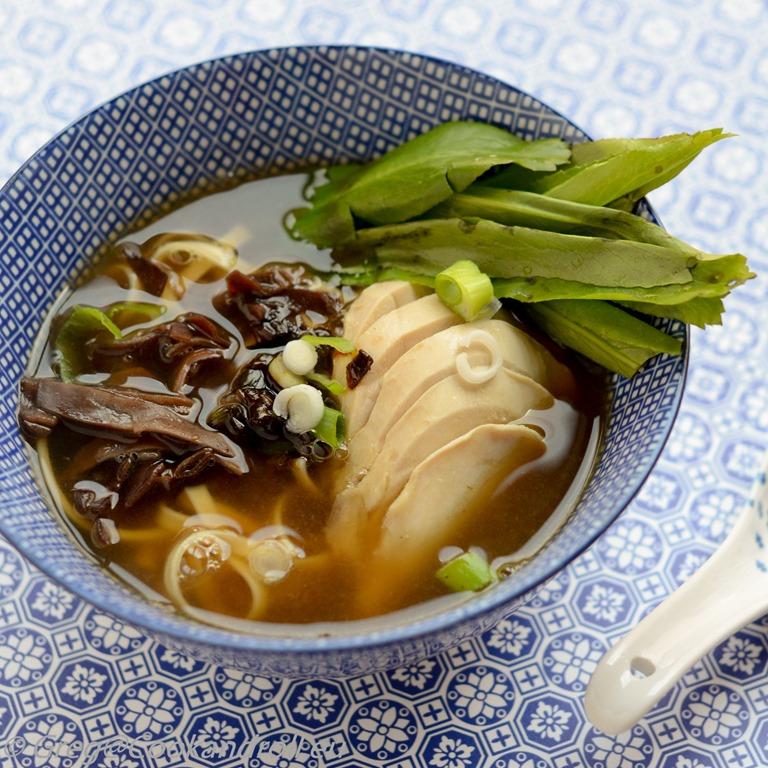 Comment préparer une soupe au poulet japonaise ?