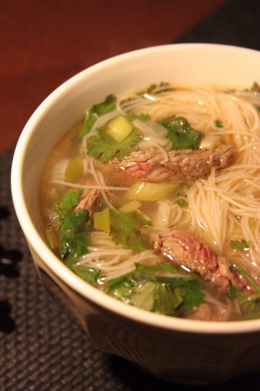 Comment préparer un bouillon thai au boeuf ?
